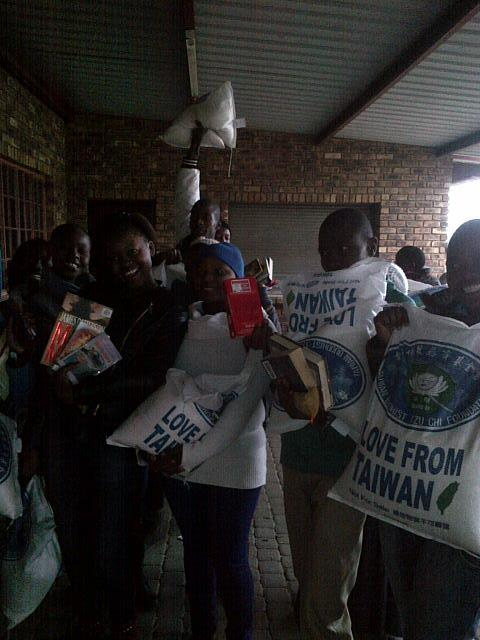 The Tzu Chi Foundation working together with IkamvaYouth in Gauteng